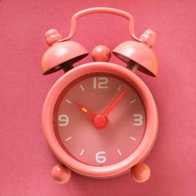 close up photography of alarm clock